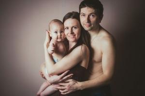 familia-padres-hijo-bebe
